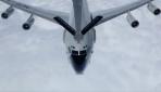 Türk tanker uçağından NATO uçağına yakıt ikmali