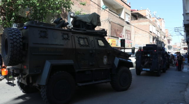 Diyarbakırda bir polis silahlı saldırı sonucu şehit oldu