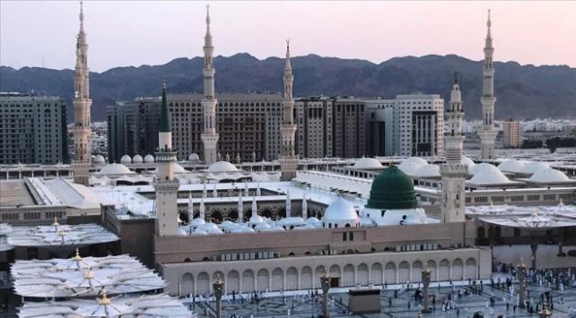 Suudi Arabistanda camiler yeniden ibadete açıldı