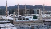 Suudi Arabistan'da camiler yeniden ibadete açıldı