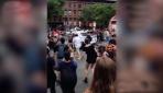 ABDde polis, aracını protestocuların üzerine sürdü