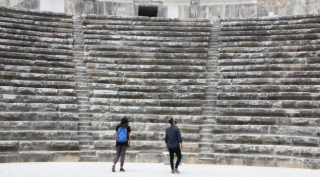 Aspendos Antik Tiyatrosu konuklarını ağırlamaya başladı