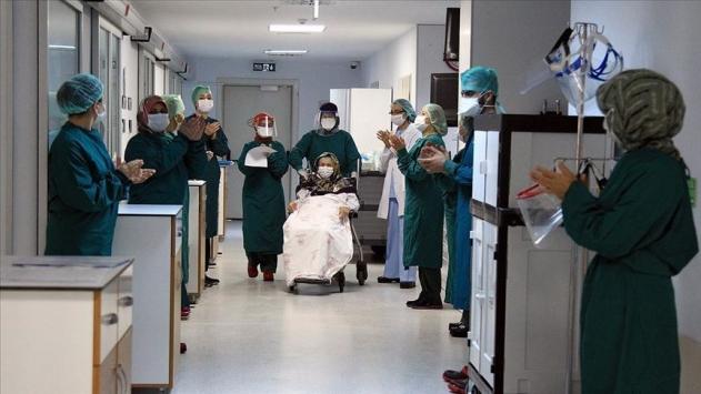 Türkiyede son 24 saatte 974 kişi daha iyileşti