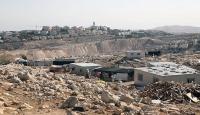 İsrail bir Filistinliye evini kendi elleriyle yıktırdı