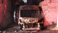 İzmir'de kundaklama iddiası: Servis minibüsü kül oldu