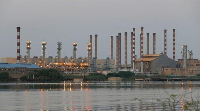 İranın petrol gelirleri 9 yılda yüzde 92 eridi