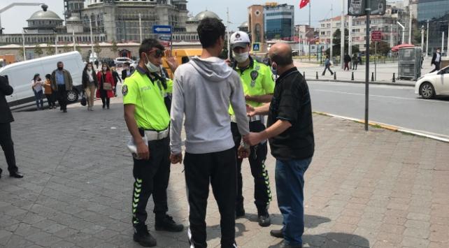 Parasını alamayan taksici müşteriyi polise teslim etti