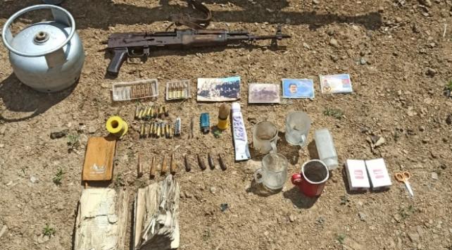 Hakkaride teröristlerin kullandığı yaşam malzemeleri ele geçirildi