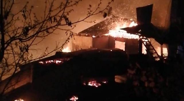 Artvinde yangın: 7 ev kül oldu
