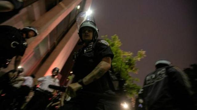 New York'ta polis ve göstericiler arasında arbede