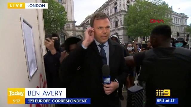 İngiltere'de protestoları aktaran gazeteci zor anlar yaşadı