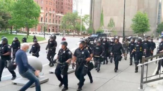 ABD'de polis şiddetinin son kurbanı 75 yaşındaki bir adam oldu