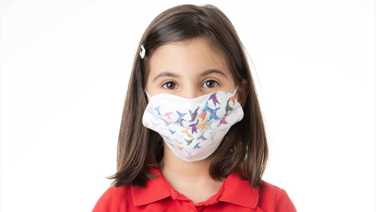 Milli Eğitim Bakanlığı, çocuk maskesi üretimine başladı