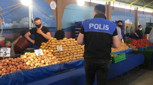 Polis ekipleri salgına karşı vatandaşları uyardı