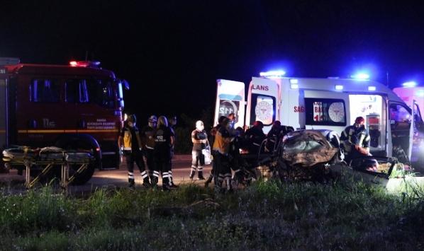 Manisada otobüs ile otomobil çarpıştı: 2 ölü, 2 yaralı