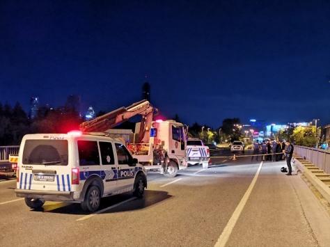 Sarıyerde bariyerlere çarpan motosikletin sürücüsü öldü