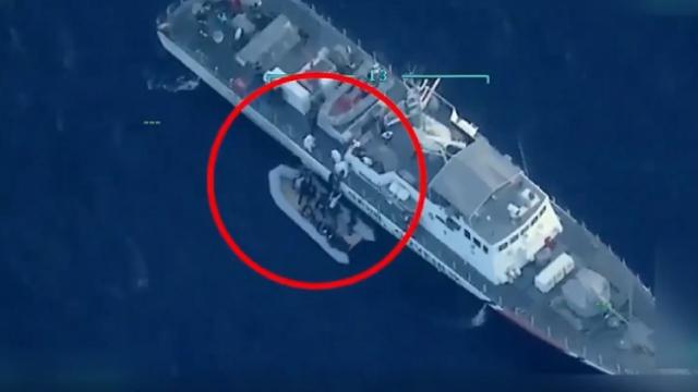 Ölüme terk edilen mültecileri Türk Deniz Kuvvetleri kurtardı