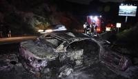 Bodrum'da bariyerlere çarpıp yanan araç küle döndü