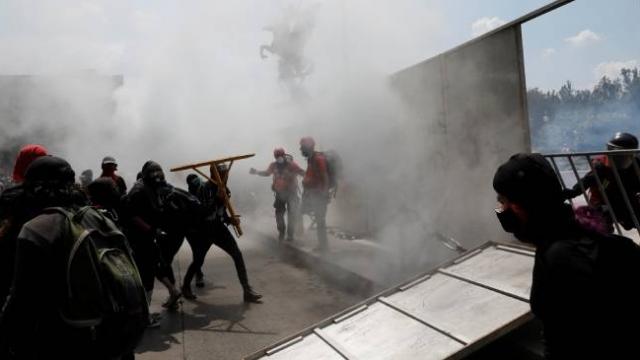 Meksika'da protestocular kamu binalarını ateşe verdi