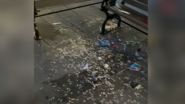 Üsküdar'da yere çöp atanlara uyarı: Çok ceza yazıyoruz