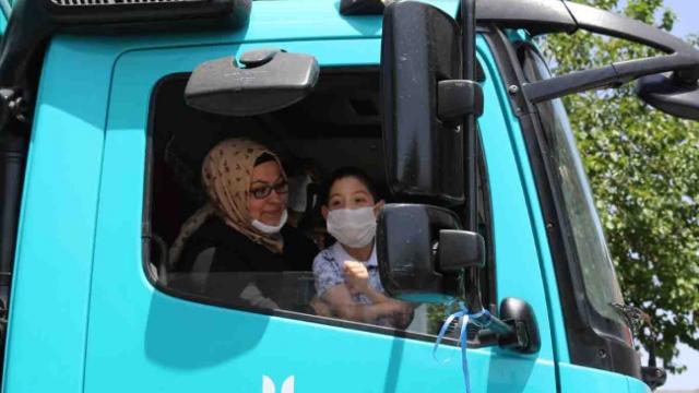 Serebral palsi hastası Efe'ye çöp kamyonu sürprizi