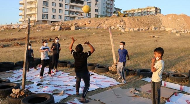 İstanbul Voleybol Kulübü Siirtli çocukları sevindirecek