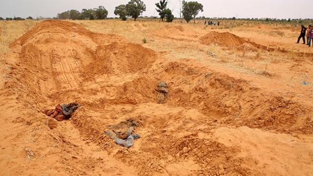 Güç kaybeden darbeci Hafter'in katliamları gün yüzüne çıkıyor