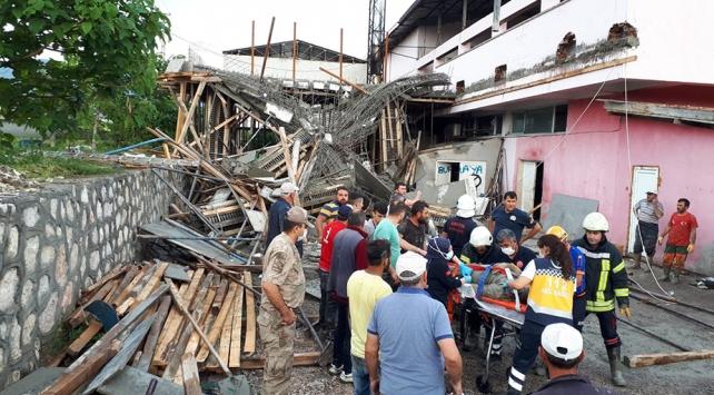Amasyada inşaat halindeki bina çöktü, 4 işçi kurtarıldı