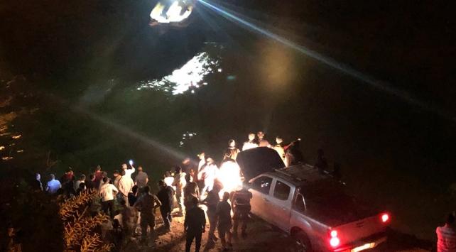 Erzincanda bir araç nehre düştü: 5 ölü
