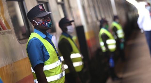 Kenyada Devlet Başkanlığında çalışan 4 kişide COVID-19 tespit edildi