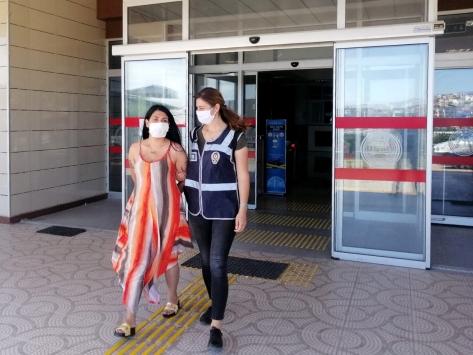 İzmirde cep telefonu hırsızlığı zanlısı tutuklandı