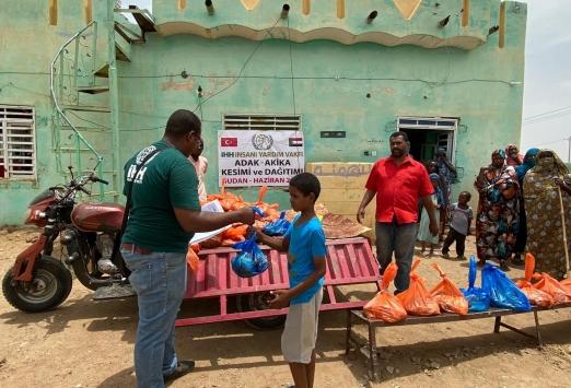 İHH Sudanda insani yardımlarını sürdürüyor