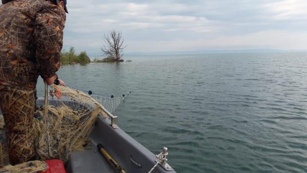Yasak dönemde gölde ticari teknesi olan balıkçıya 5 bin lira ceza
