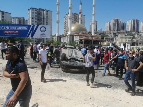 Gaziantepte otomobil devrildi: 3 yaralı