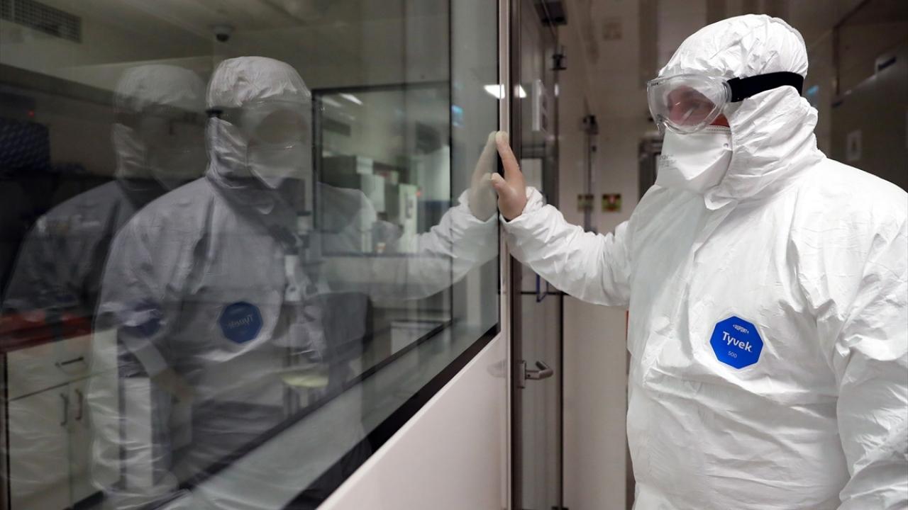 Bakan Varank, Covid-19a karşı aşı ve ilaç geliştirme çalışmalarını yerinde inceledi