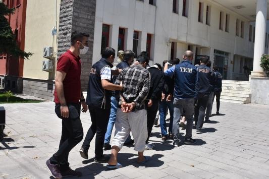 Afyonkarahisarda DEAŞ operasyonunda yakalanan 6 zanlı adliyeye sevk edildi