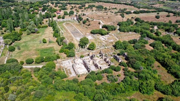 Yeşile bürünen Afroditin kenti ziyaretçilerini ağırlıyor