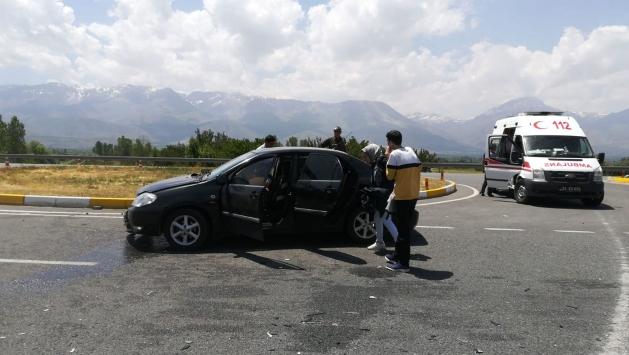 Erzincanda iki otomobil çarpıştı: 10 yaralı