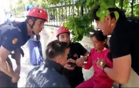 Aksarayda eline korkuluk demiri saplanan çocuk kurtarıldı