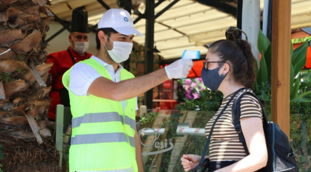 Antalyanın tarihi semti Kaleiçine maskesiz girmek yasaklandı