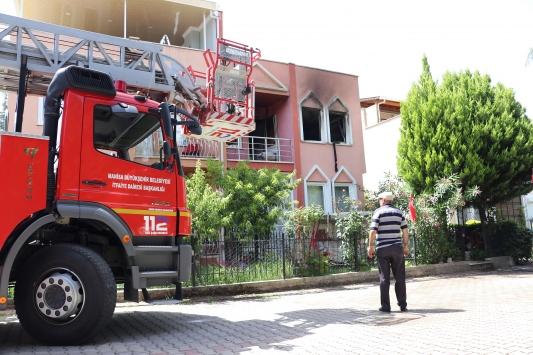 Manisada dubleks evde çıkan yangın hasara neden oldu