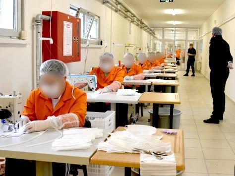 Kayseride hükümlü ve tutuklular 3 milyon maske üretti