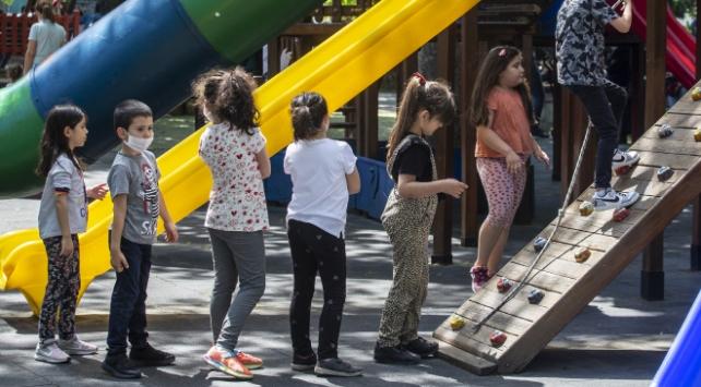 Tedbirlere uymayan 18 yaş altı 3 çocuğun ailesine para cezası