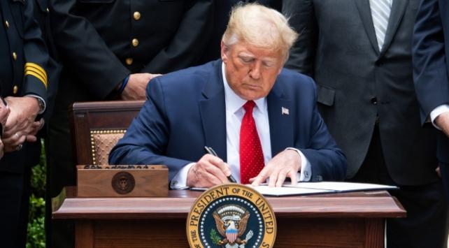 Trump, polis reformu kararnamesini imzaladı