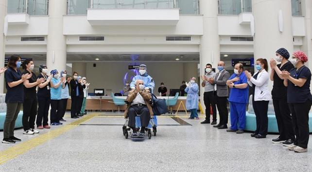 Türkiyede virüsü yenen hasta sayısı 153 bini geçti