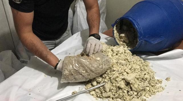 Vanda otlu peynir bidonunda 33 kilo eroin bulundu