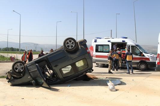 Amasyada kamyonet devrildi: 3 yaralı