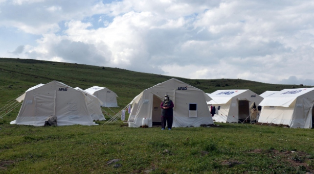5,7lik depremden etkilenen Erzurumda 3 bin çadır kuruldu