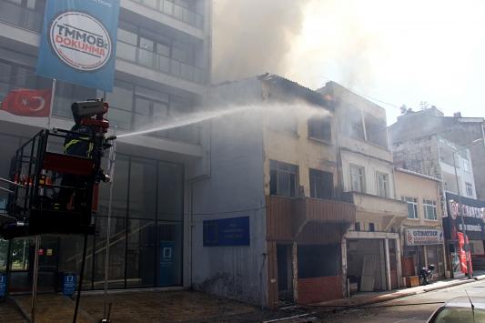 Samsunda metruk binada çıkan yangın hasara yol açtı
