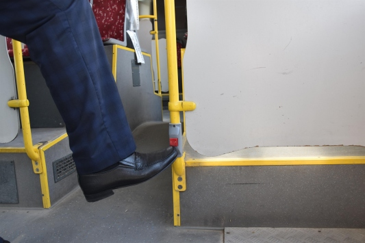 Balıkesirdeki otobüslerde el butonları yerine ayak butonları konuldu